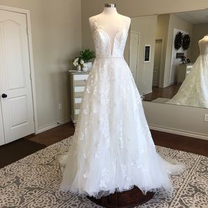 Ivory wedding gown! Clearance price!